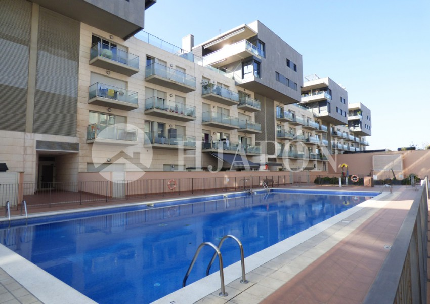 Apartment with pool_ near the sea and the port of Badalona