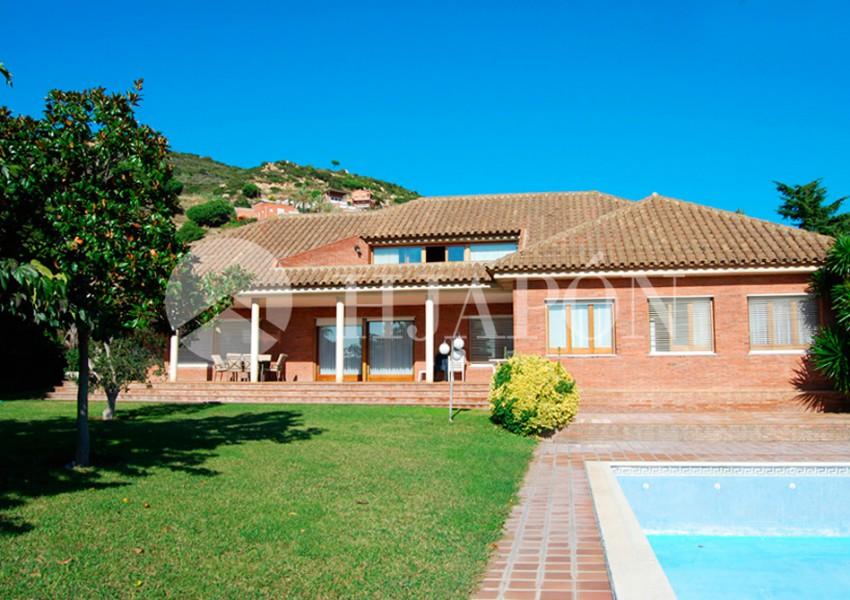 Casa de estilo clasico en venta en Badalona