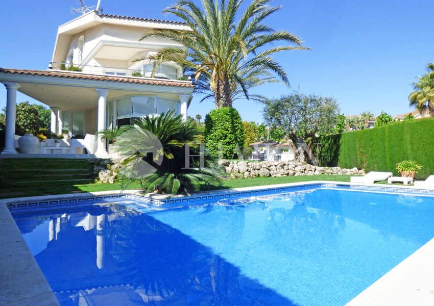 Exclusive property with pool Barcelona Costa