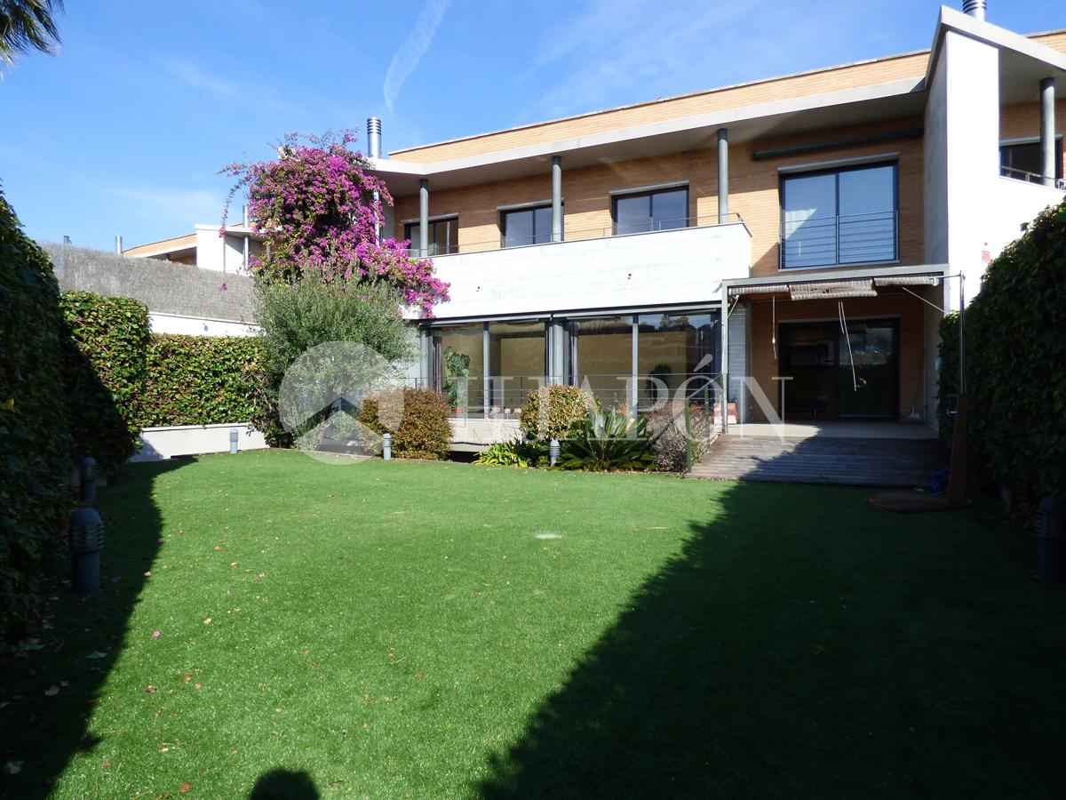 Casa a tres vientos con jard n a la venta en alella seis - Casa jardin badalona ...